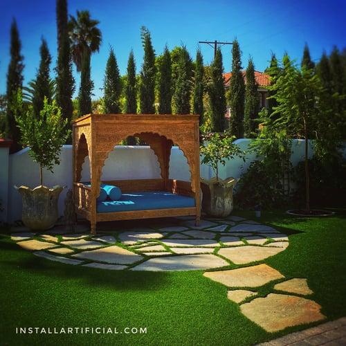 artificial grass between natural stone-1