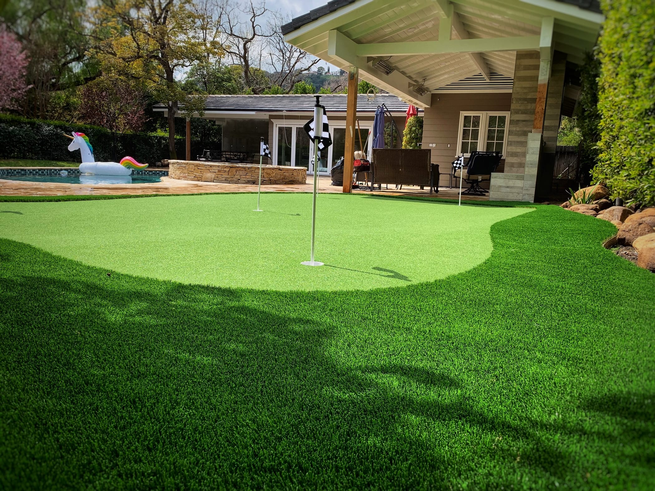 putting green with elevation shelve