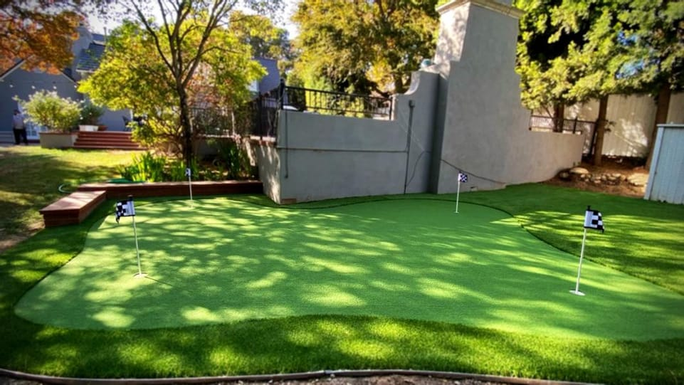 putting green 4 holes