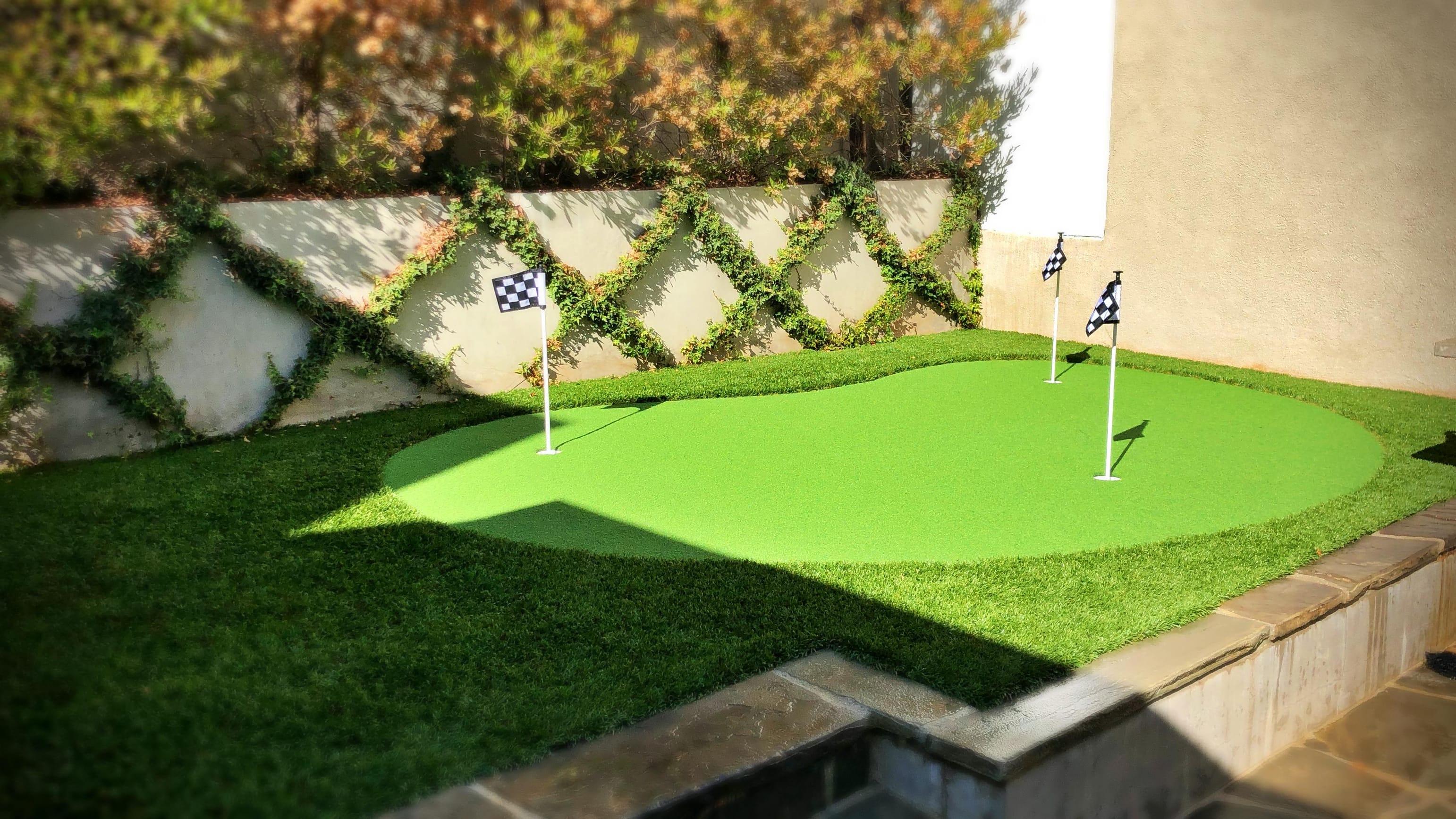 small putting green horizontal